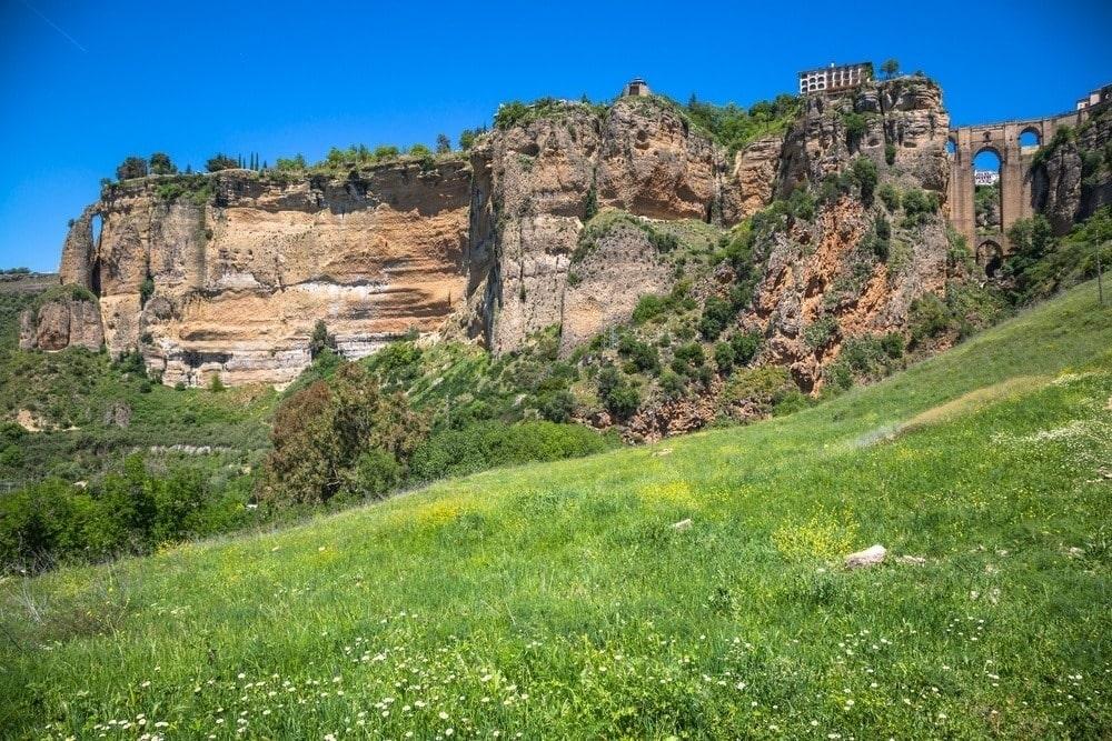 Uitkijkpunt Mirador Puente de Ronda in Ronda met uitzicht op de Taag