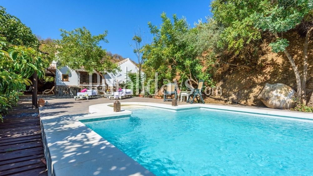 Holiday home with fabulous swimming pool (Guaro)