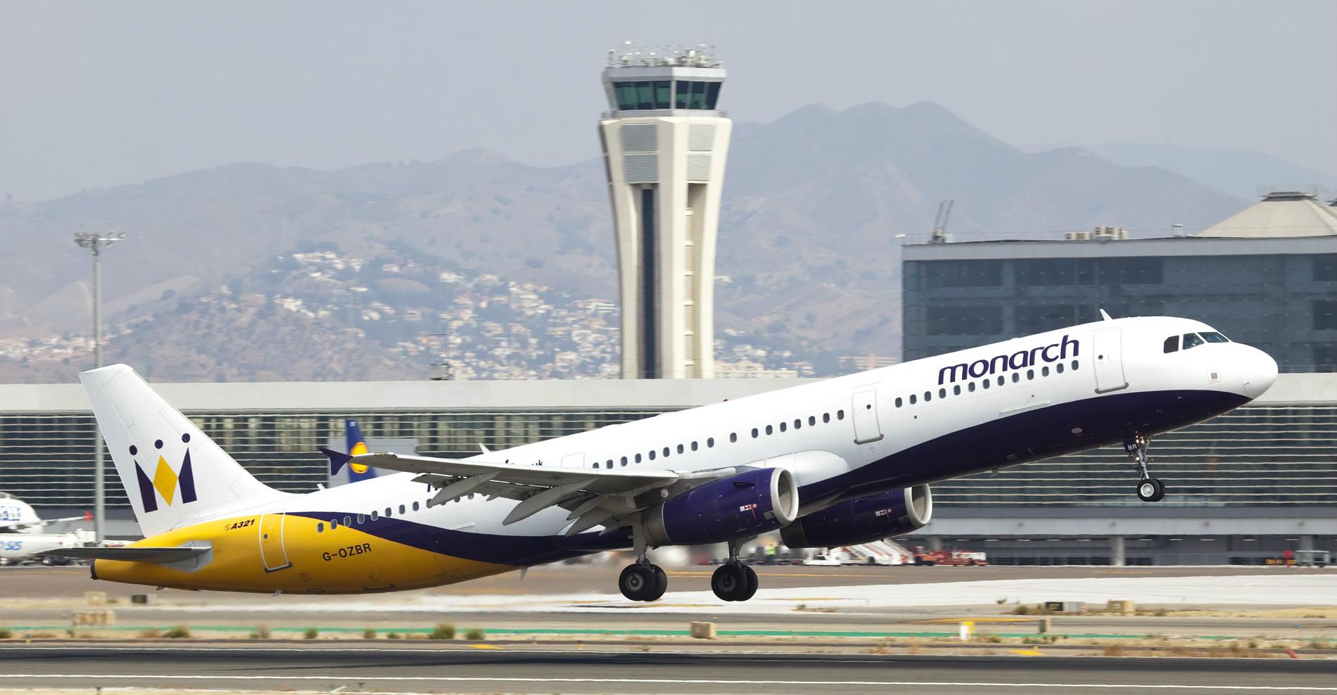 Avión despegando del aeropuerto de Málaga