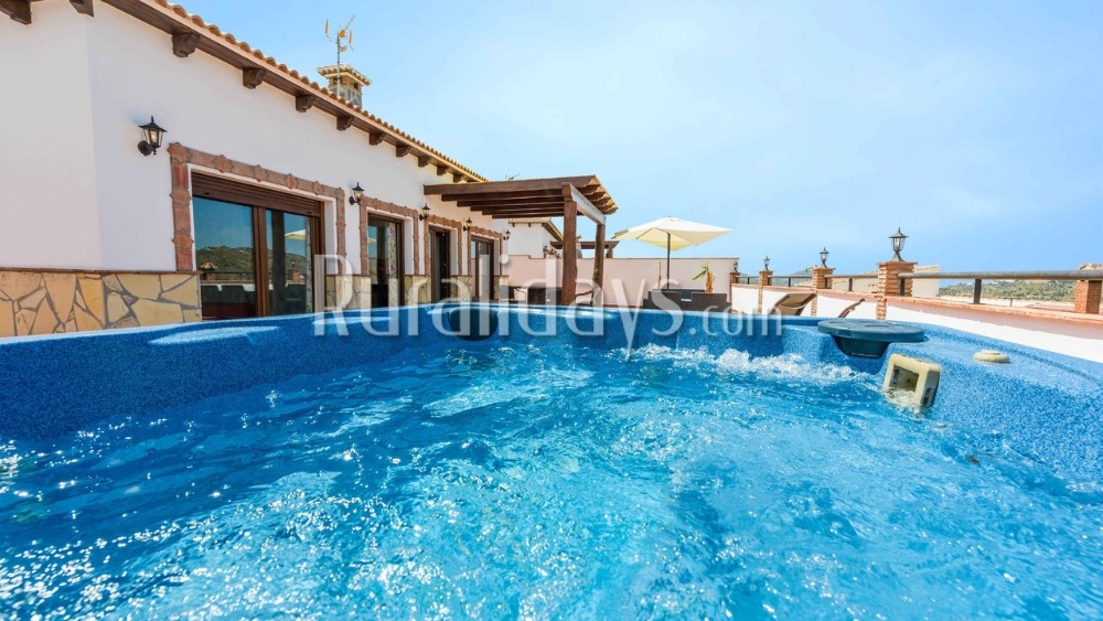 Gemütliches Apartment mit hervorragender Terasse und privater Jacuzzi (Canillas de Albaida, Malaga)
