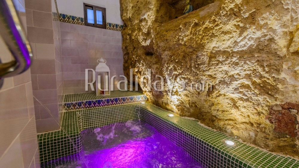 Holiday home with picturesque Jacuzzi (Peñaflor, Seville)