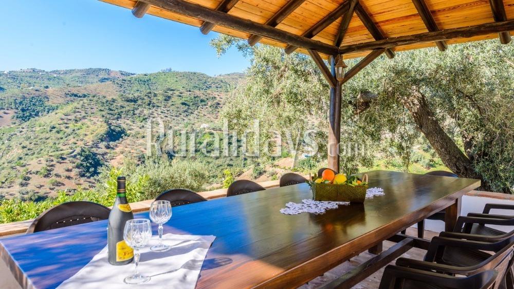 Vakantiehuis met prachtige omgeving en buitenruimte (Riogordo, Malaga)