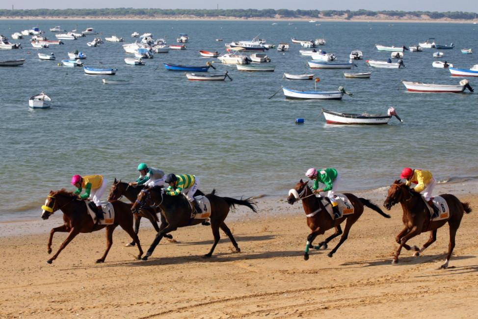 Carrera de caballos en playa de San Lúcar de Barrameda, Cádiz