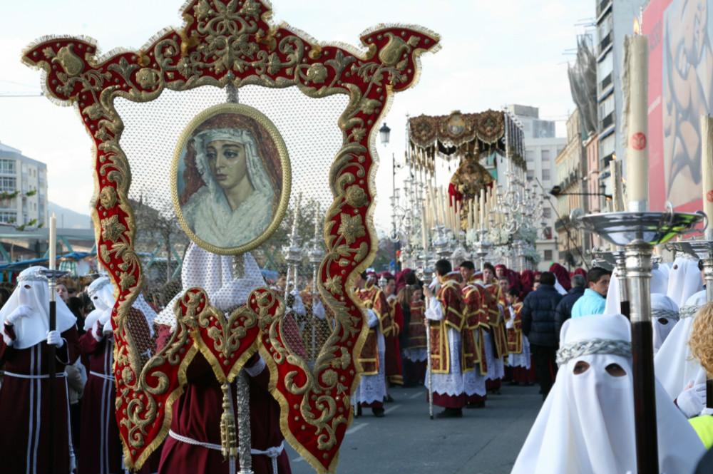 Procesión de la cofradía de la Columna durante la Semana Santa en Málaga