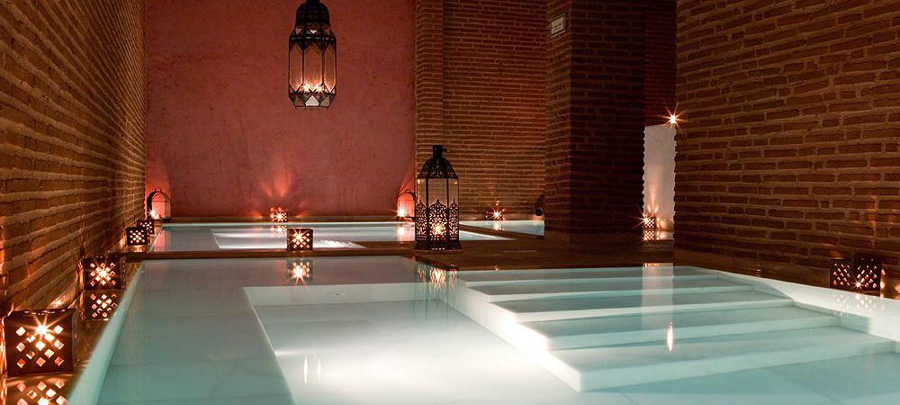 Baño templado y baño caliente en Hammam Aire en Almería