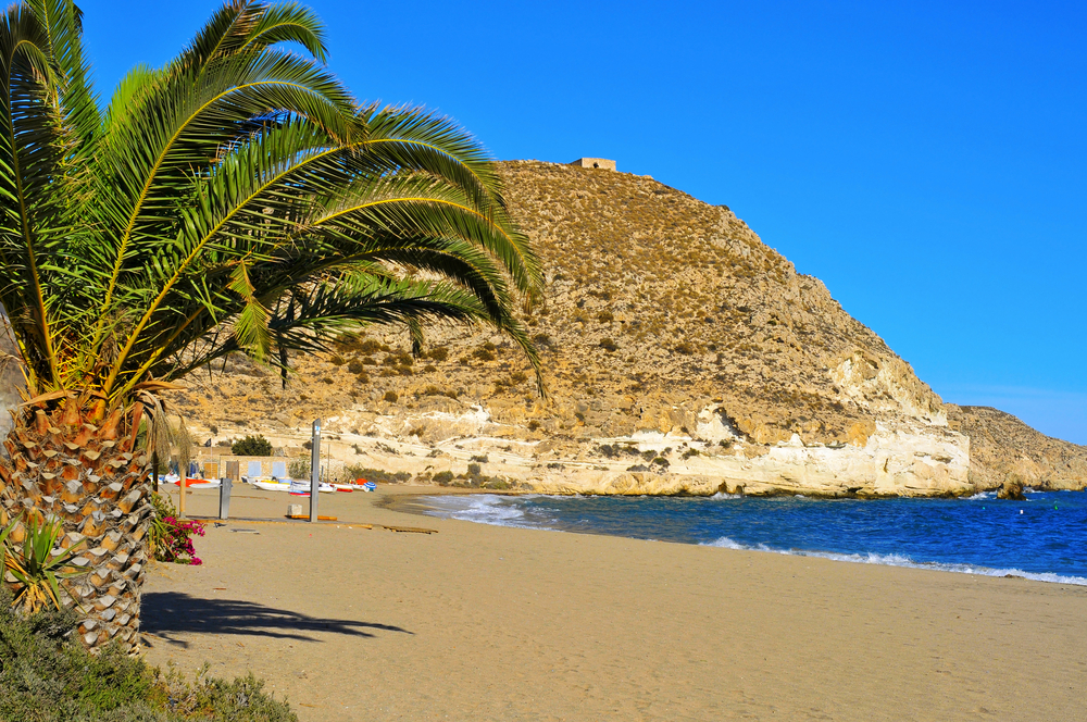 Strand van Agua Amarga in Níjar, de 10 beste stranden in Almeria