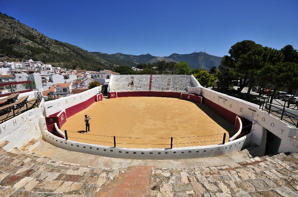 Arène de taureaux et la muraille à Mijas