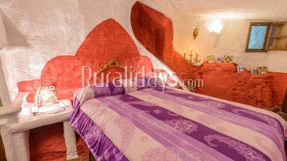 Kleurrijke pittoreske grotwoning (Loja, Granada)