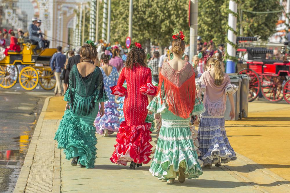 sevilla-fair-vrouwen-in-de-typische-kleding