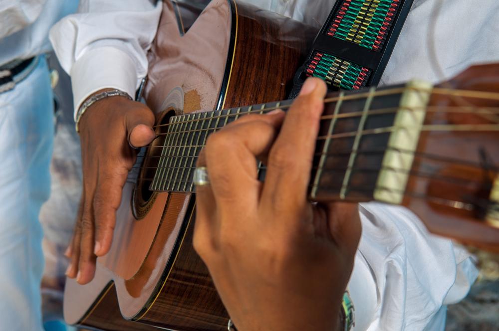 sologitarist tijdens flamenco prestaties