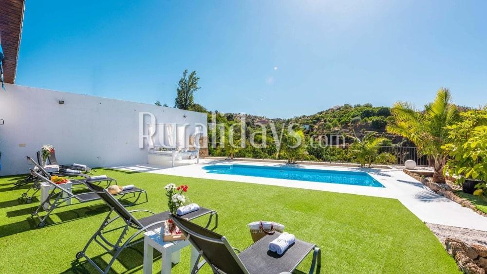 Encantadora villa con amplia terraza al aire libre en Coín - MAL1784