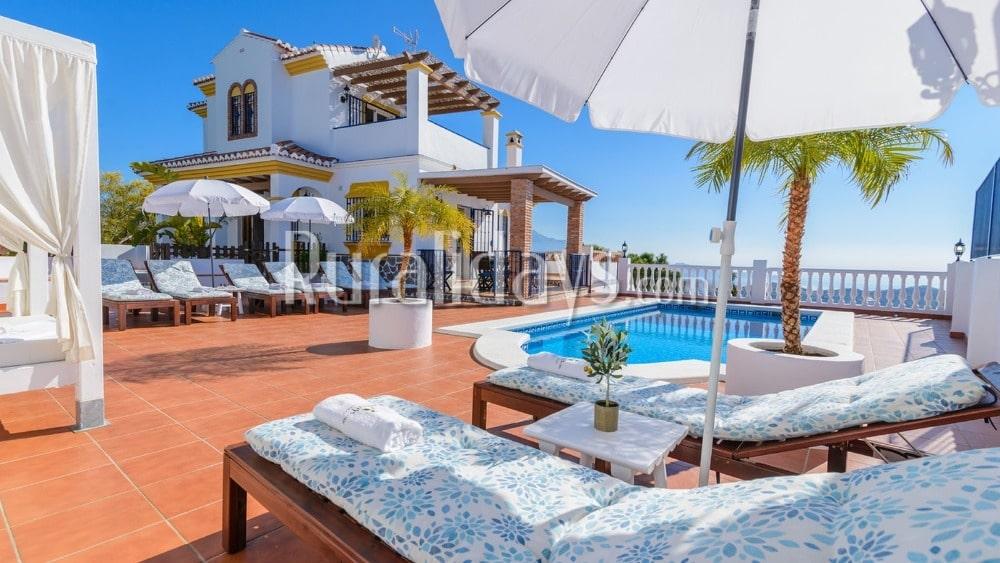Moderna casa vacacional con piscina privada en Torrox - MAL1278