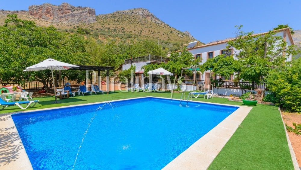 Enormous holiday home surrounded by the mountains in Alcaucin - MAL1101