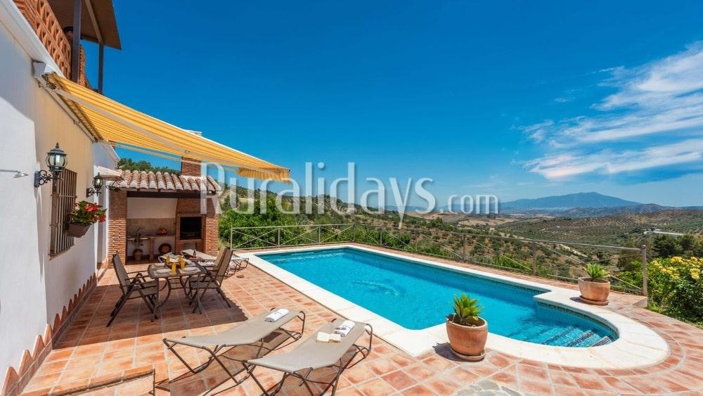Ferienhaus mit moderner Einrichtung und tollem Ausblick in Alozaina - MAL1196