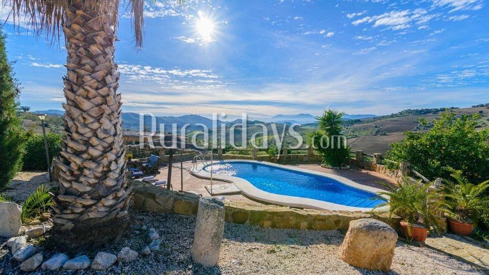 Preiswert Ferienhaus mit Blick auf die Hügel in Villanueva de la Concepción - MAL0611