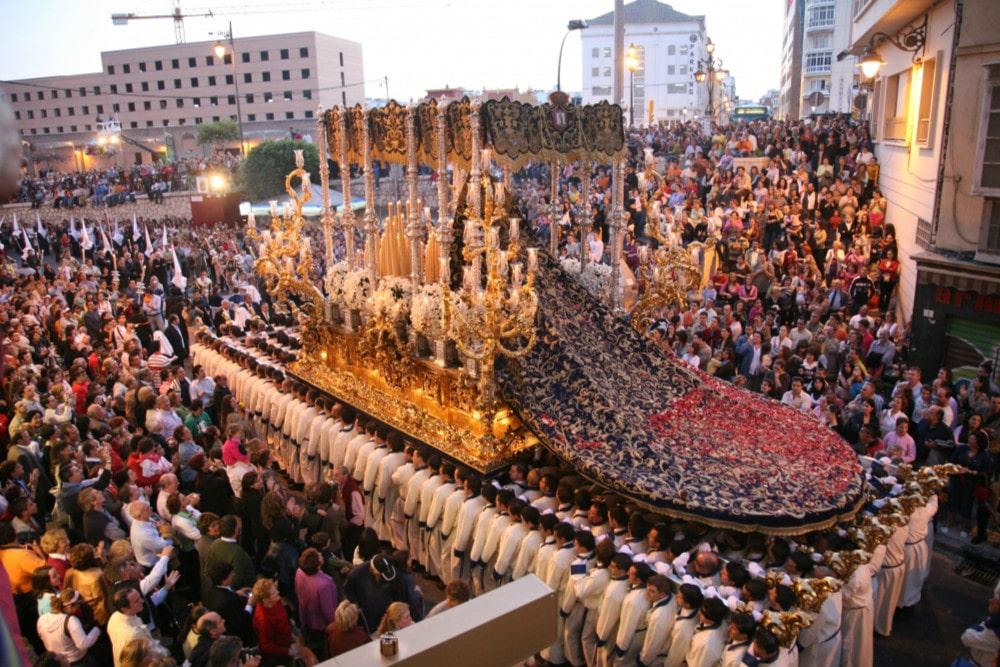 Prozession der Virgen de la Paloma in Malaga