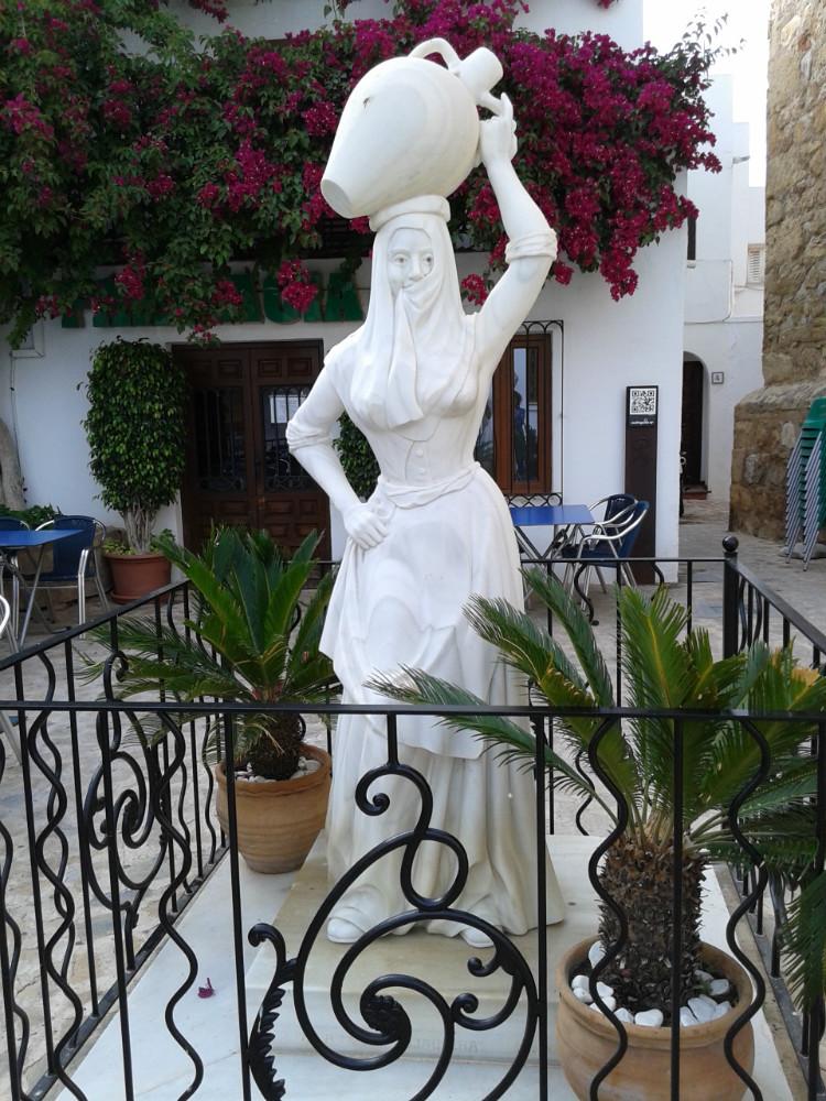 Estatua de la Mojaquera en Mojácar, Almeria
