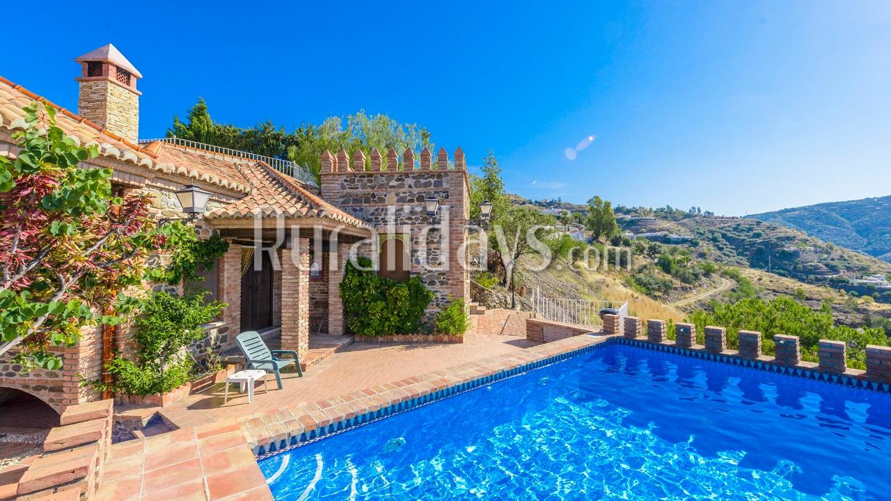 Las mejores casas rurales con m s encanto de la costa del sol for Piscinas cubiertas salamanca