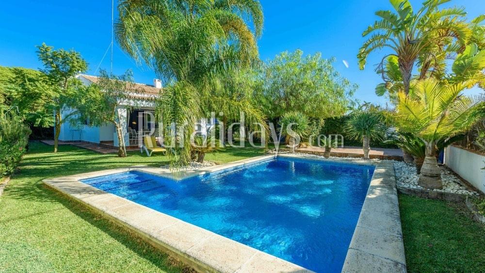 Budget villa with lush garden in Conil de la Frontera - CAD1411
