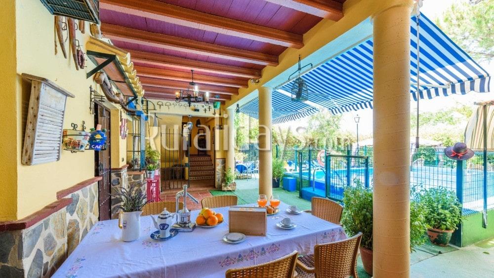 Vakantievilla voor groepen met ruime buitenruimte in Palenciana - COR1209