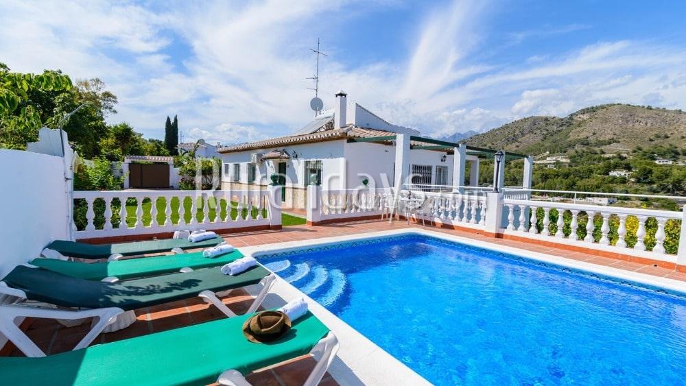 Villa de vacaciones con piscina privada cerca de Nerja - MAL1615