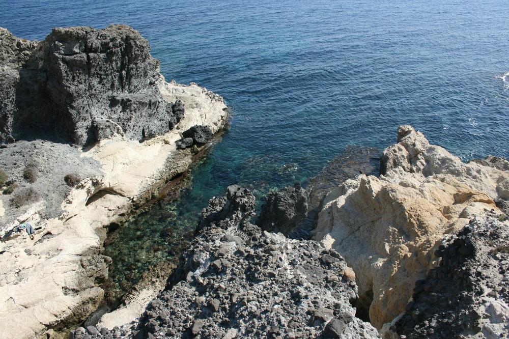 Crique dans le parc naturel de Cabo de Gata