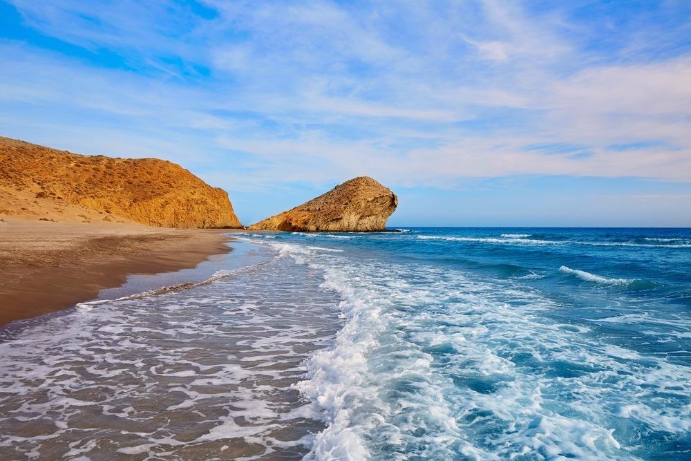 Strand van Monsul in San José - besten strande in andalusië