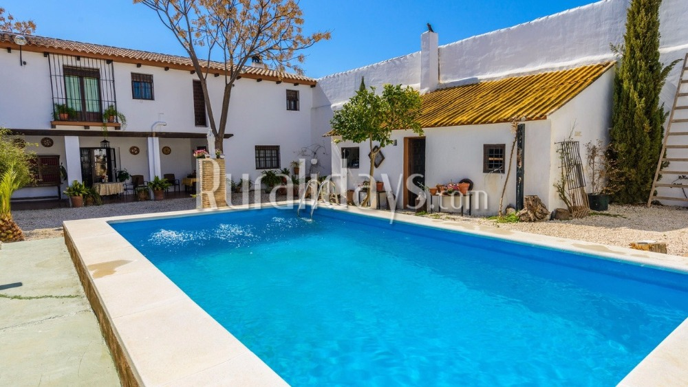 Magnificently renovated farmhouse in Puente Genil (Cordoba)