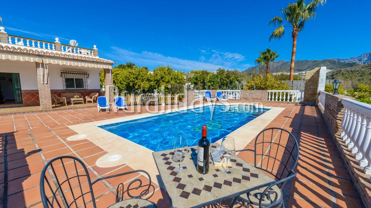 Helle Villa zwischen den Bergen und dem Mittelmeer