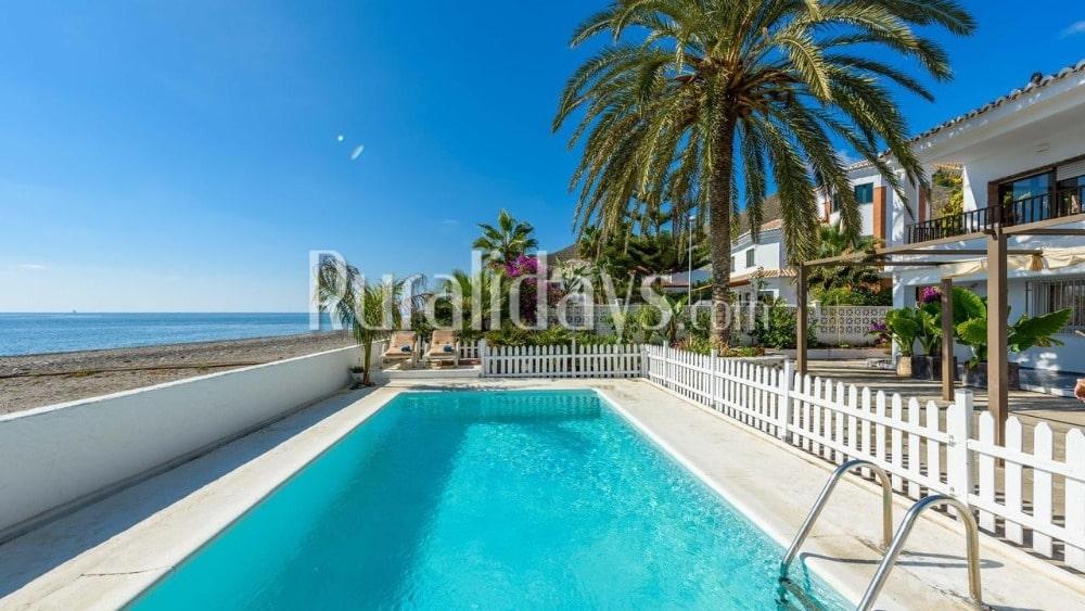 Fabulous beachfront villa in Motril - GRA2081