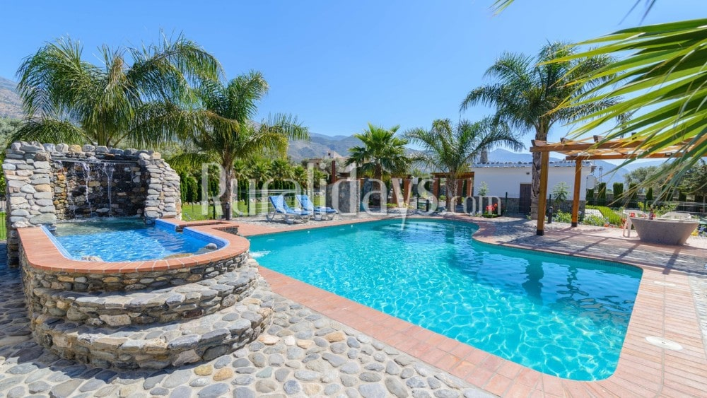 Impressive villa with huge garden in Orgiva - GRA2675