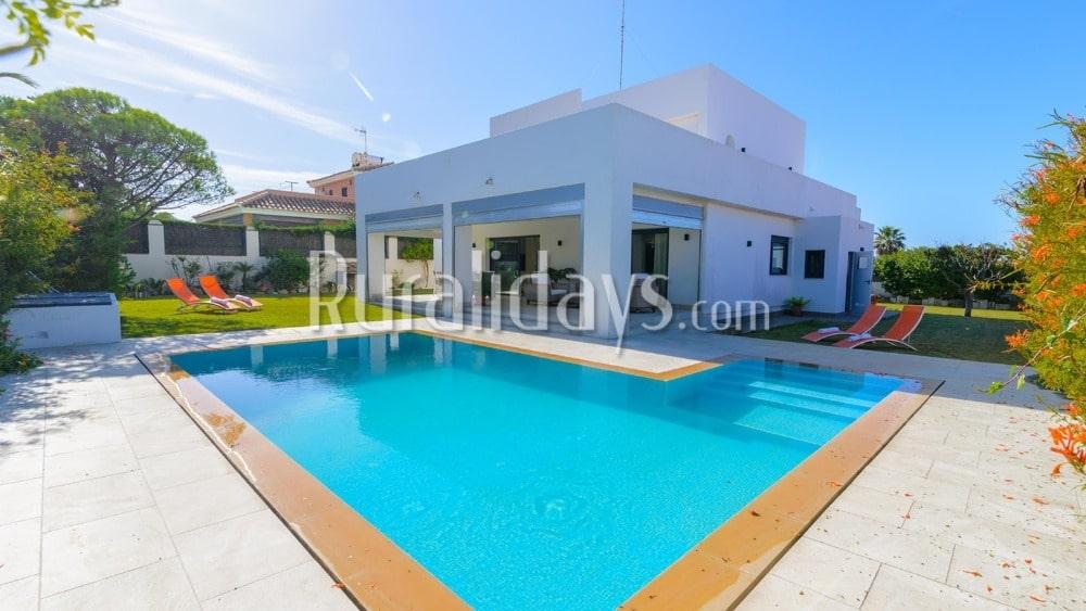 eaaa0daf54011 Lujosa villa frente al mar (Conil de la Frontera