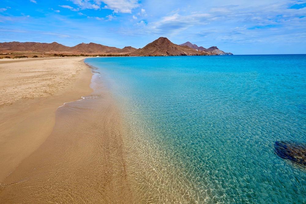 Strand von Los Genoveses in San José - besten Strände in Andalusien