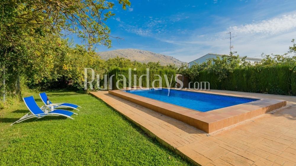 Villa omgeven door olijfboomgaarden
