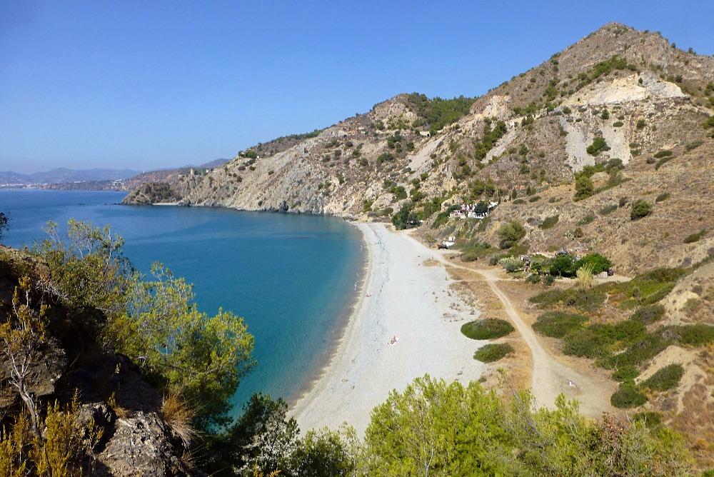 Cala del Cañuelo en Maro - mejores playas de Nerja