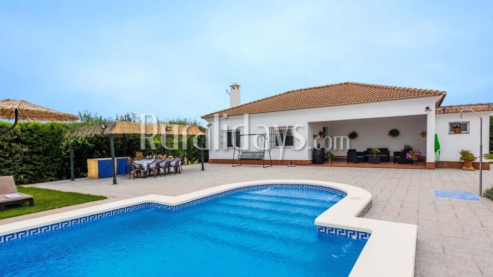 Villa rodeada de un amplio campo cerca de Sevilla en La Puebla de Cazalla - SEV2435