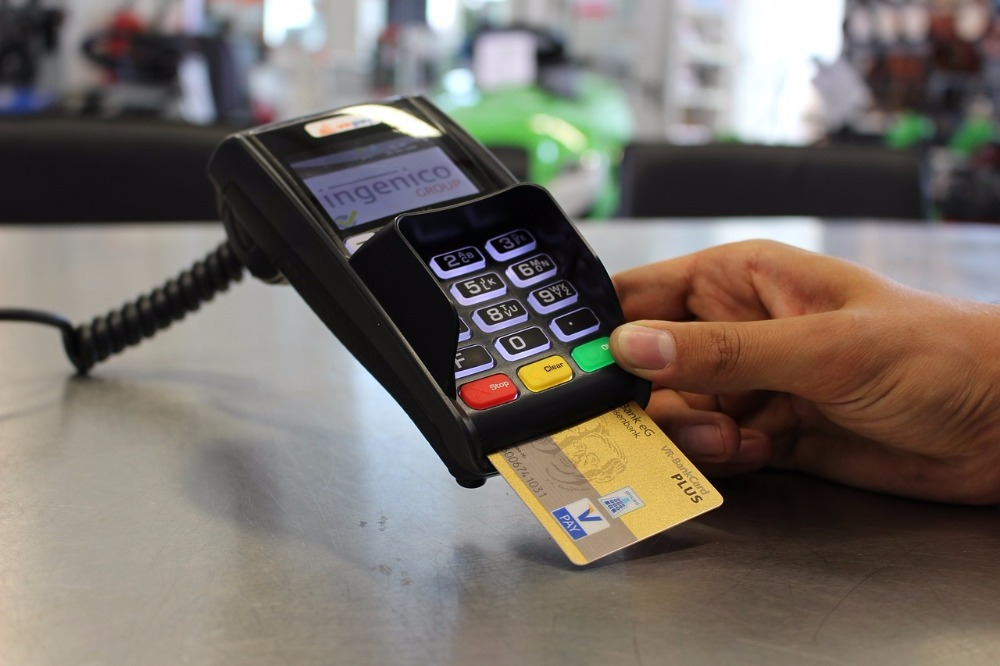 payment with debit-credit card in Spain