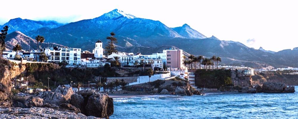 Strand van El Salón en La Caletilla in Nerja