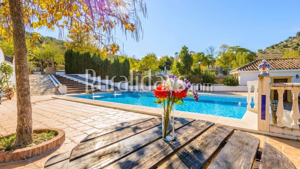 Villa rústica con estupenda piscina en Priego de Córdoba (Córdoba)