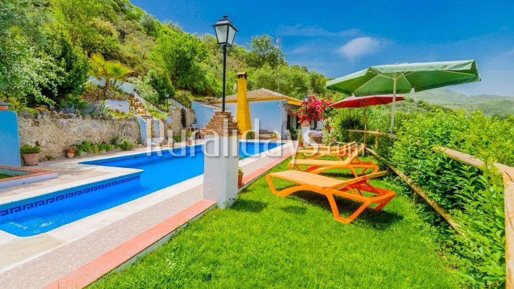 Colorida casa de vacaciones con espaciosas habitaciones en Carcabuey (Córdoba)