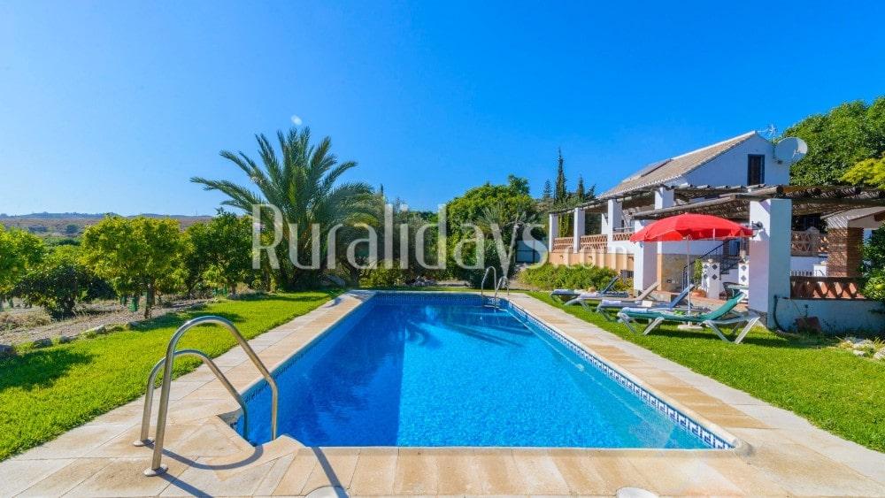 Goedkoop villa met weelderige tuin en zwembad in Nerja - MAL1647