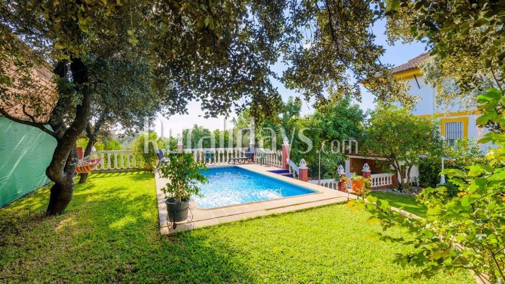 Großräumige Villa mit perfekt gepflegtem Garten in Hornachuelos (Cordoba)
