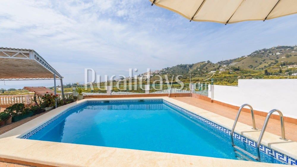 Holiday villa in Nerja for nine people
