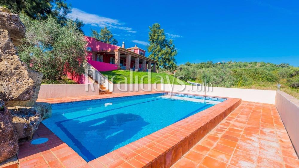 Unieke villa met kleurrijke accenten te midden van de natuur in Alcolea del Río (Sevilla)