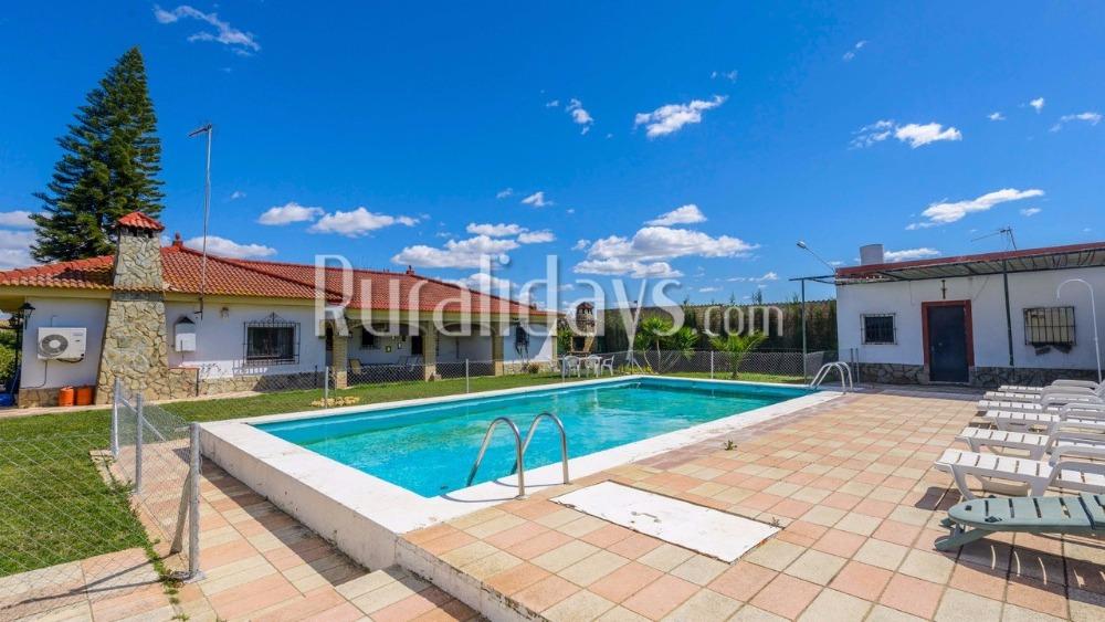 Moderne villa met grote tuin vlakbij Sevilla in Sanlúcar La Mayor (Sevilla)