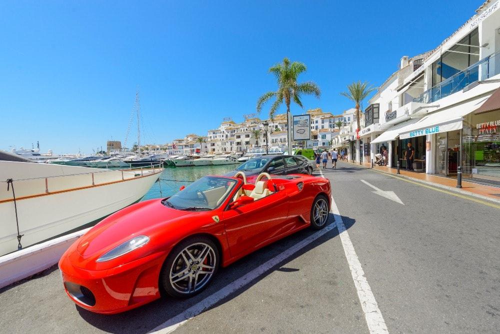 El Paseo Muelle de Ribera con coche de lujo en Marbella - Andalucía en 14 días