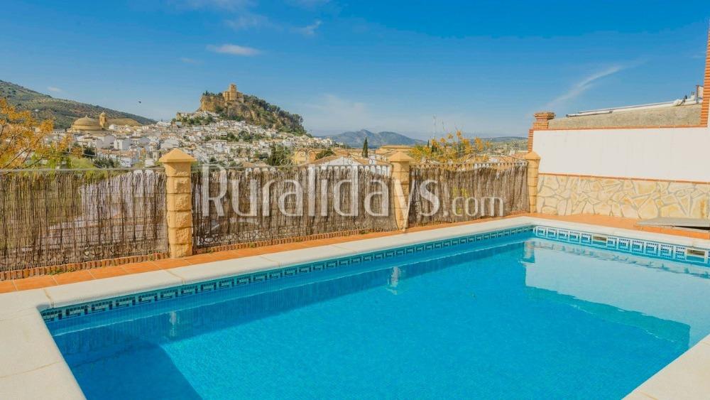 Chaleureuse villa de vacances avec vue sur le château à Montefrío (Grenade)