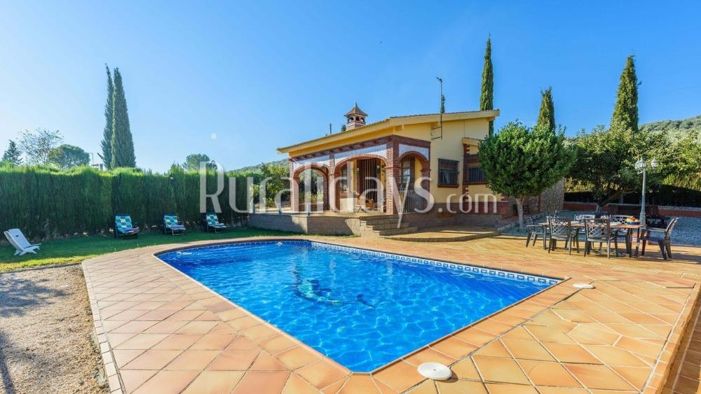 Charming rustic villa with three spacious bedrooms in El Salar (Granada)