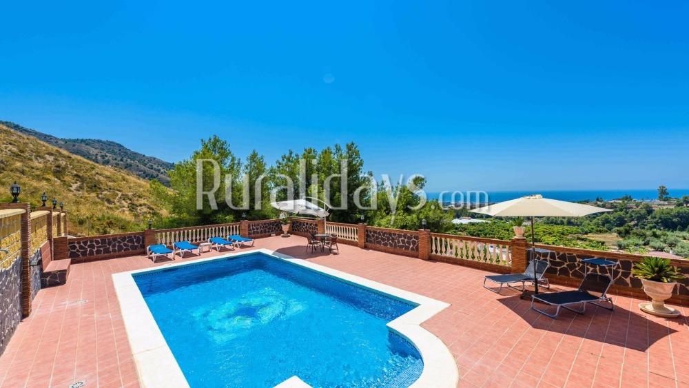 Prachtige vakantievilla met indrukwekkend zeezicht in Nerja