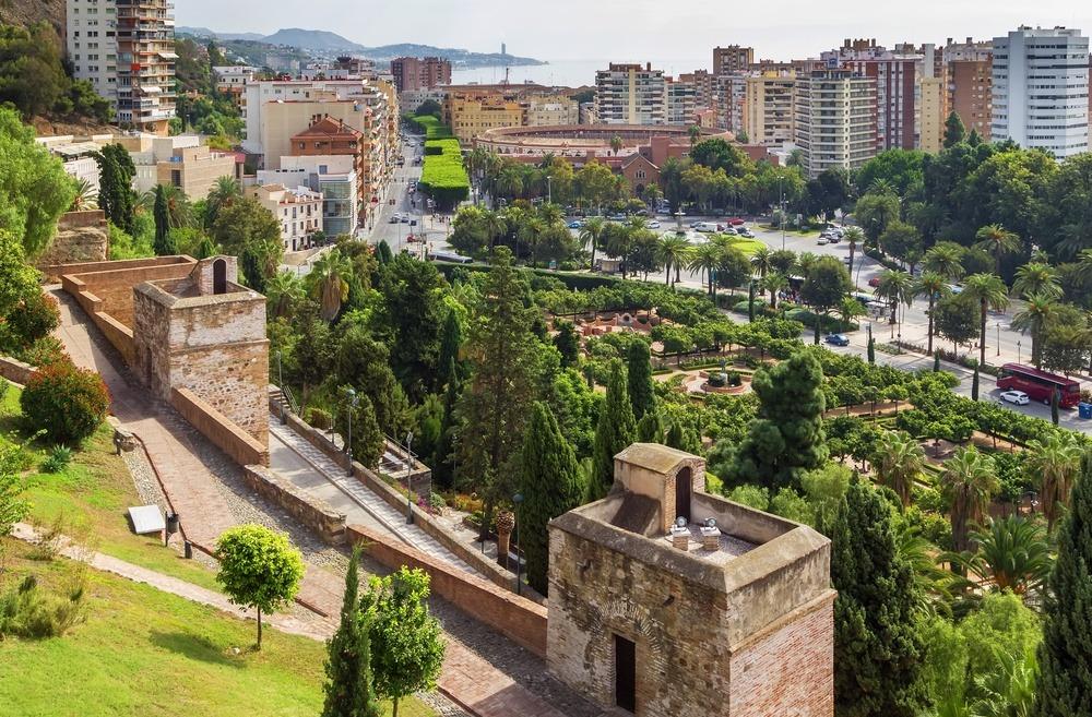 El camino amurallado de la Coracha entre la Alcazaba y el castillo de Gibralfaro